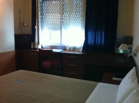 Tres Torres Atiram Hotel : escritorio