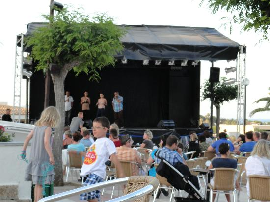 Blau Punta Reina Resort: Evening entertainment