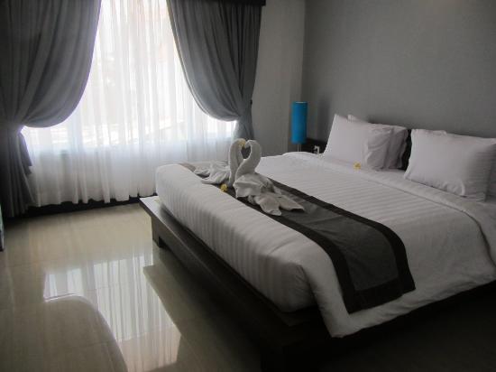 Royal Singosari Kuta: Super huge and comfortable bed