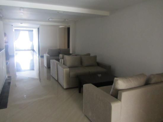 Royal Singosari Kuta: Sofa seats just outside your rooms