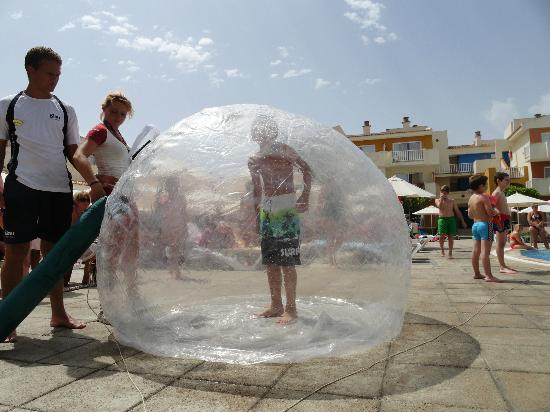 Blau Punta Reina Resort: Some zorbing in the pool