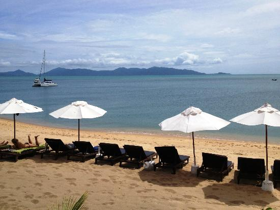 Samui Buri Beach Resort : The beach