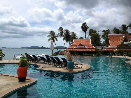 Samui Buri Beach Resort: The amazing pool