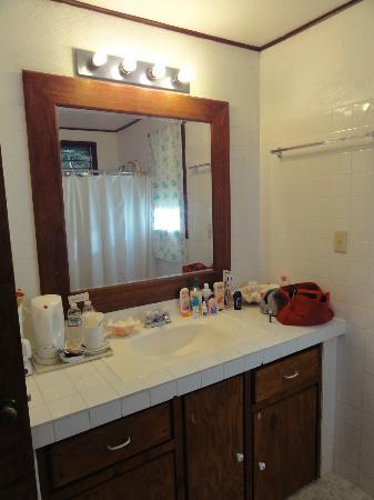 Aliiibamou Resorts Carolines: bath room