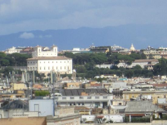 كولونا بالاس هوتل: view from the terrasse 