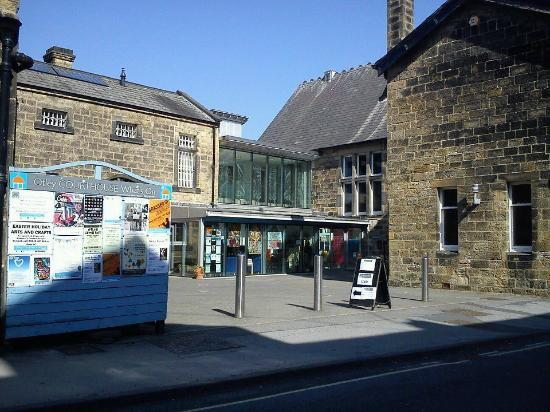 Otley Courthouse Arts Centre: A sunny day at the Courthouse