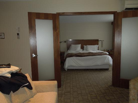 International Hotel Calgary: Bed room