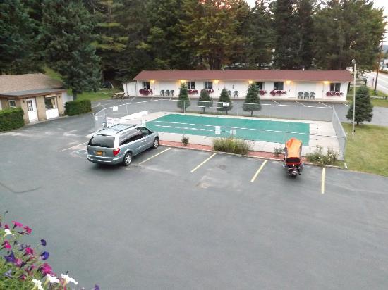 Carriage House Motor Inn: Pool area