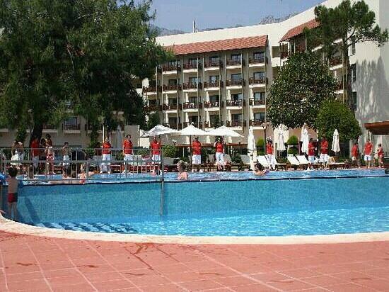 Club Med Palmiye: La grande piscine devant notre chambre