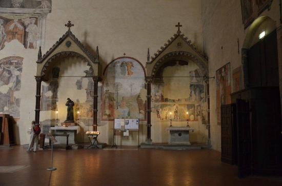 Church of San Francesco Arezzo: edicole sul lato destro