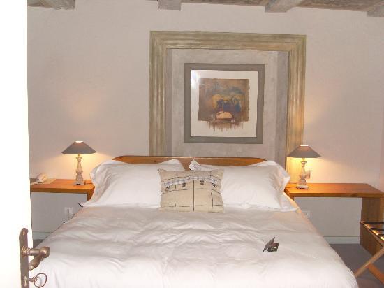 Hotel Le Moulin: La chambre, le lit