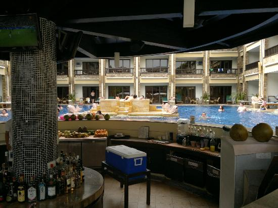 Henann Regency Resort & Spa: Pool Bar =)
