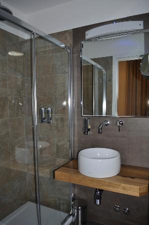 Biocity Hotel: bath room