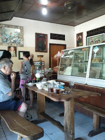 Warung Mak Beng: traditional cashier