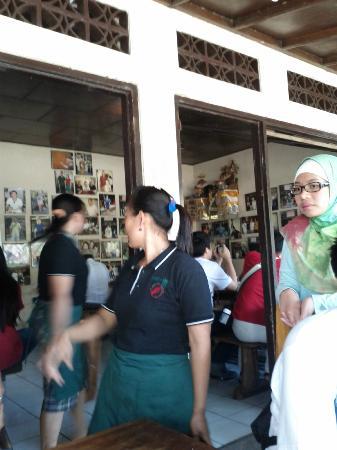 Warung Mak Beng: quick waiter