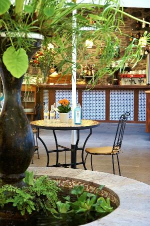 Hotel San Agustin : The cafeteria offers a great place to relax