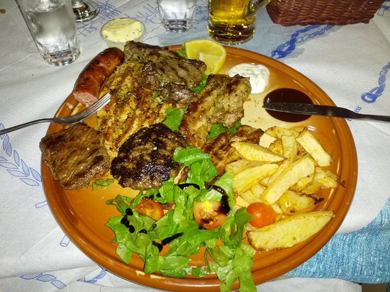 Klimatis Tavern: The grilled meat plate!