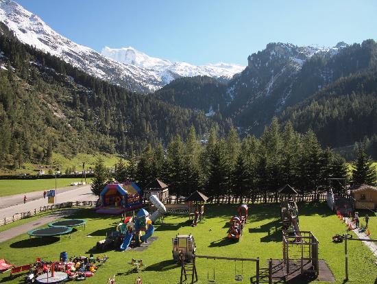 Kinder- & Gletscherhotel Hintertuxerhof: Looking up to the ski area, during summer skiing in Sep 2012