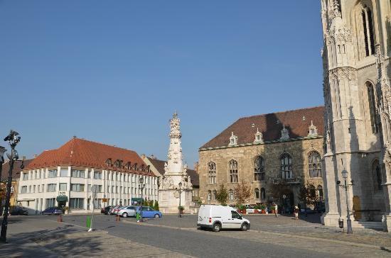 Burg Hotel: Площадь у отеля