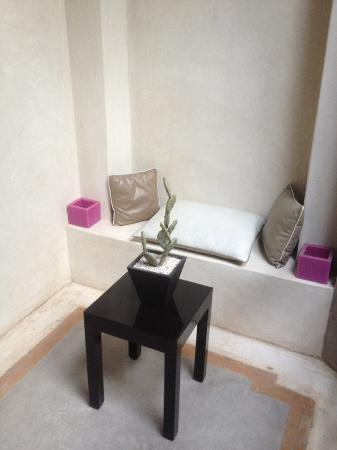 Riad Dar One: Little seating area
