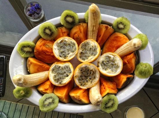 Paisasky: Colazione: frutto della passione, zapote, banana e kiwi