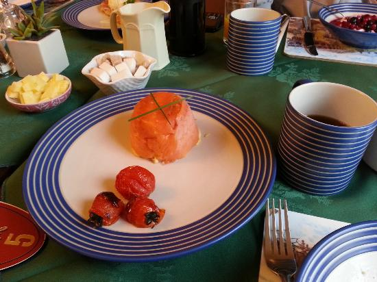 Argyle Guest House : Breakfast - salmon and omelette
