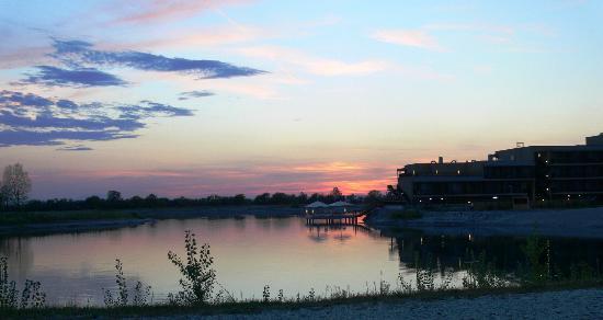 St. Martins Therme & Lodge: Tramonto sul lago
