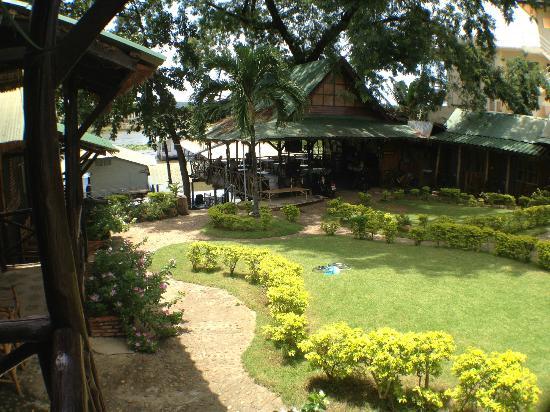 Sugar Cane Guest House 1 : 庭もよく手入れされています