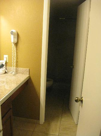 Legacy Vacation Resorts: Guest bathroom