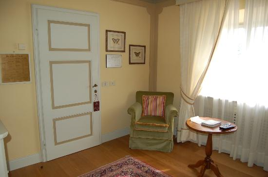 Hotel Borgo San Felice: Sitting room in a Junior Suite