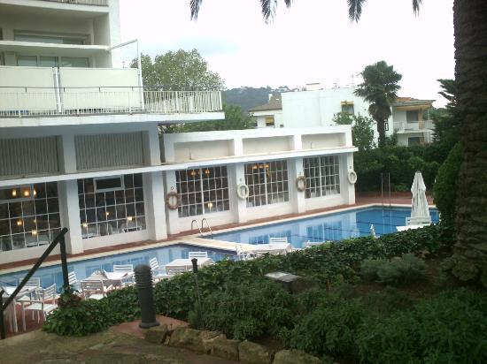 Hotel Alga: Comedor y piscina