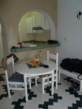 Les Maisons Des Jardins : basic budget accommodation