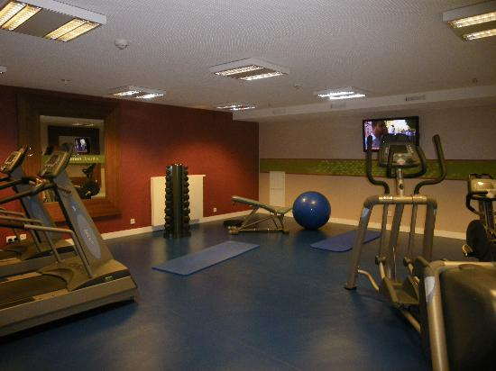 la salle de fitness picture of hampton by hilton berlin city west berlin tripadvisor. Black Bedroom Furniture Sets. Home Design Ideas