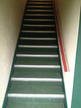 Days Inn Victoria Uptown: Stairs in motel