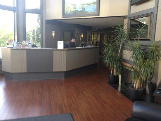 Days Inn Victoria Uptown: Lobby