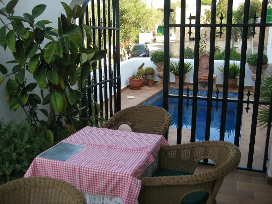 Fowlers Hotel: terrace and plunge pool