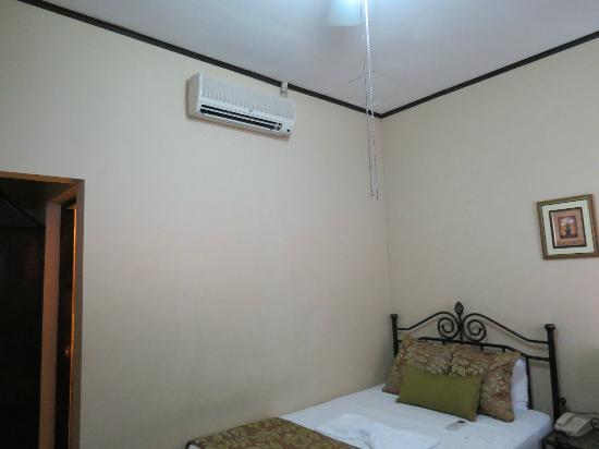 Hotel Los Balcones De Leon: air conditionning