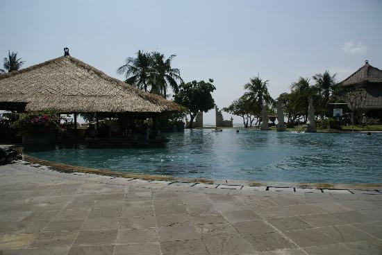 Discovery Kartika Plaza Hotel: groot zwembad