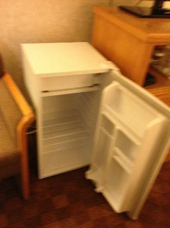 Days Inn Victoria Uptown: Room 235 - Fridge