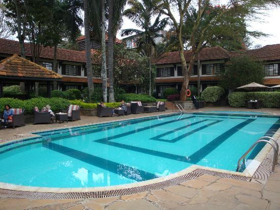 Southern Sun Mayfair Nairobi: Pool area