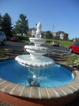 Hyatt Place Cleveland/Independence: Nice fountain outside entrance