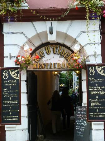 Ate O'Clock : Entrance to the restaurant