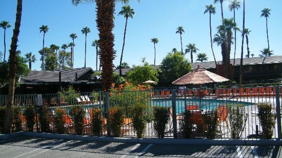Caliente Tropics Resort: grounds
