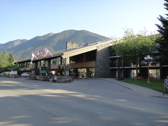 Banff Park Lodge Resort and Conference Centre: ホテルの外観