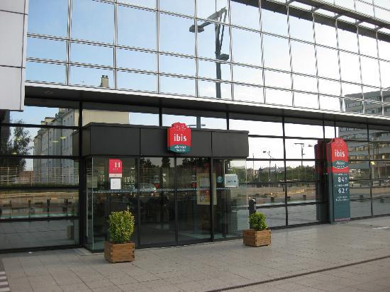 Ibis Rennes Centre Gare Sud : ホテル入口