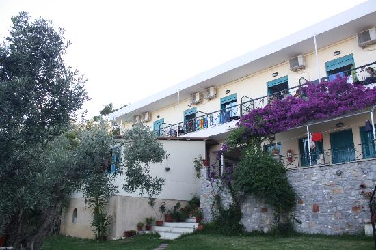 Angeliki Beach Hotel: Hotel building