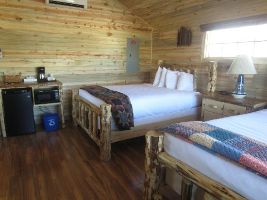 ‪‪Cedar Pass Lodge‬: New cabins with two queen beds