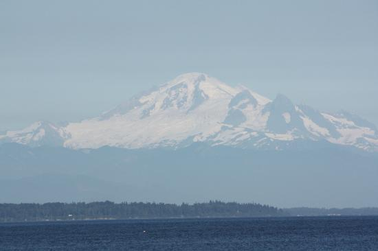 South Beach House: View of Mount Baker from South Beach Restaurant