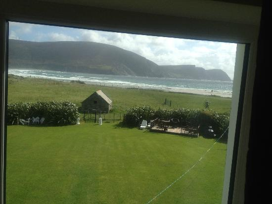 Stella Maris B&B: view of garden and keel beach