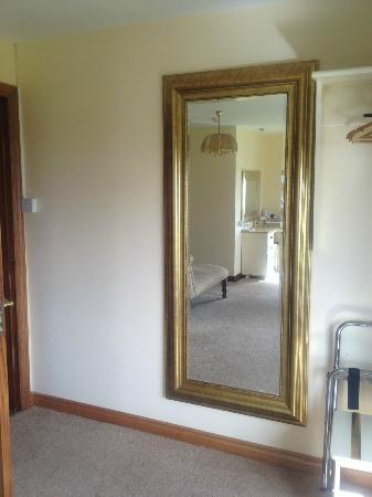 Stella Maris B&B: full length mirror